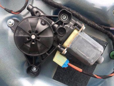 Motoras macara usa dreapta fata VW Golf 7 2014-In prezent 5Q0959802B